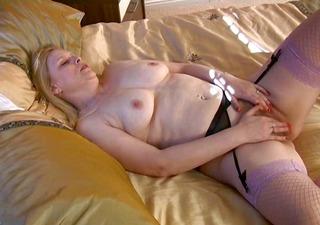 Mature Blond Tamara R20