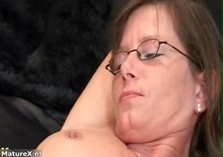 hot older woman gets her pussy fucked